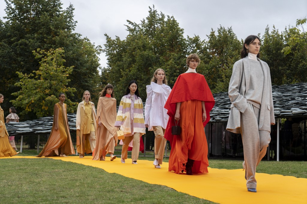 Models present creations from fashion brand Roksanda during a catwalk show for the Spring/Summer 2020 collection on the fourth day of London Fashion Week in London on September 16, 2019. Niklas HALLE'N / AFP