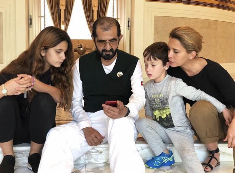 شیخ محمد با دو فرزندش از شاهدخت هیا
