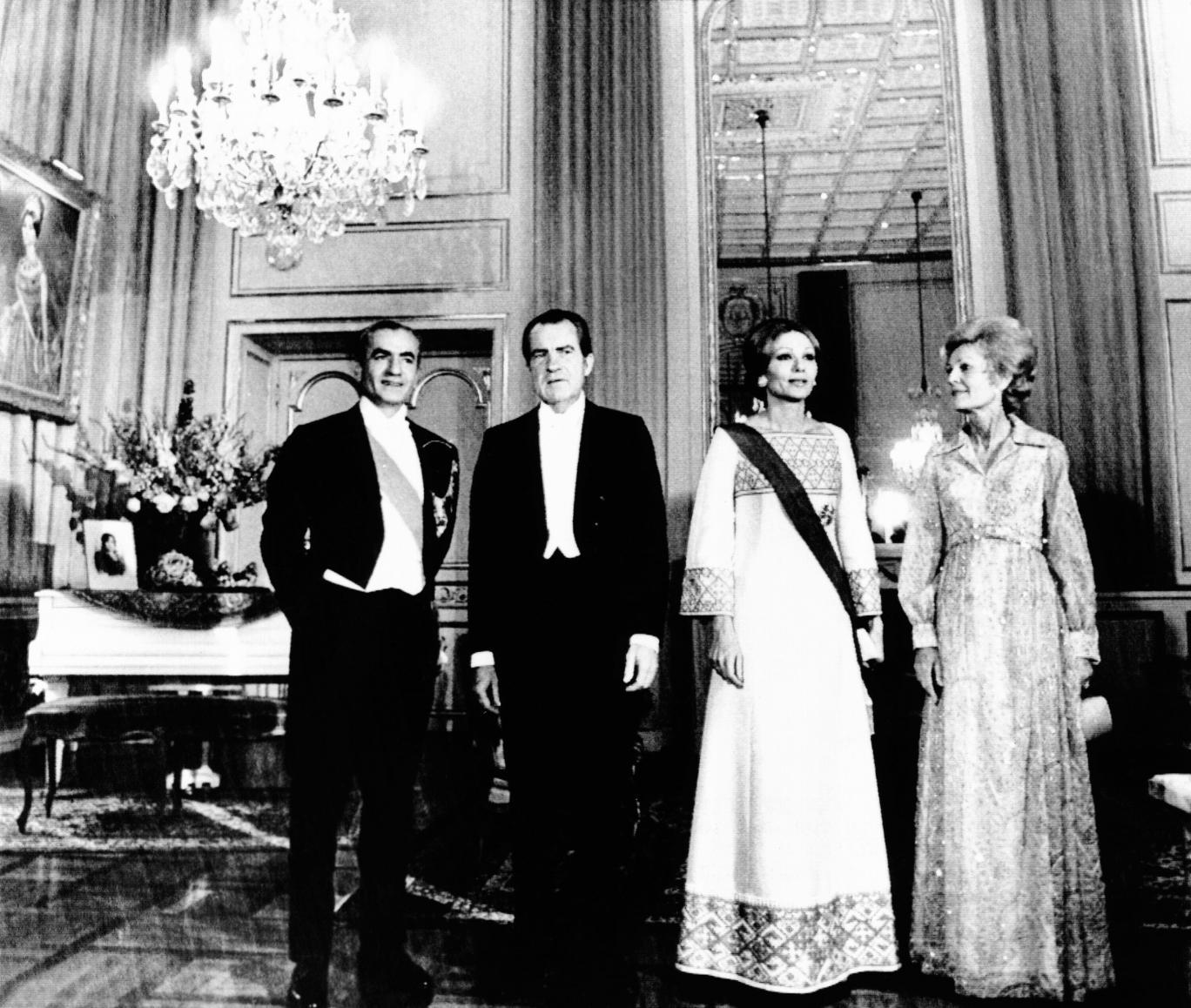 ریچارد نیکسون رییس جمهور آمریکا و همسرش در ضیافتی در کاخ نیاوران به همراه شاه و ملکه ایران، ۳۰ می ۱۹۷۲- FotoStock